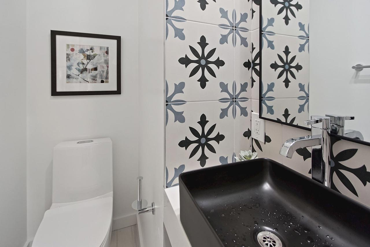 639 Girard Street NE UNIT 2 Bathroom with tile backsplash