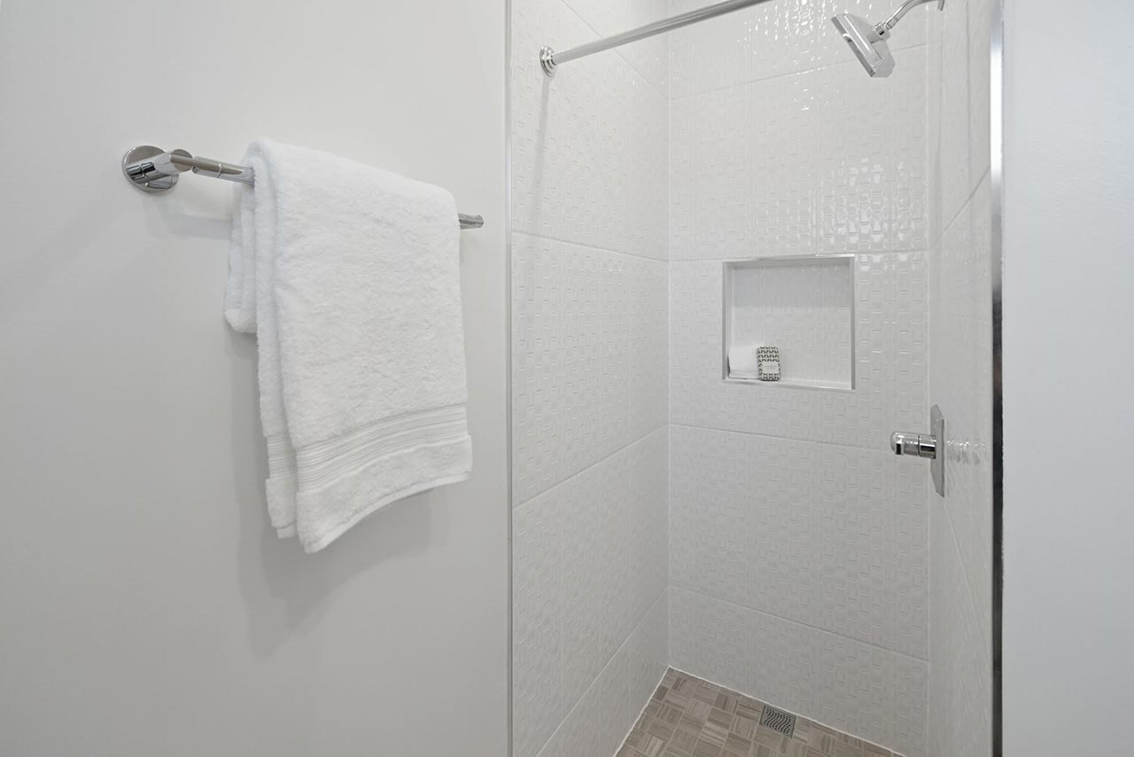 639 Girard Street NE UNIT 2 Tiled shower