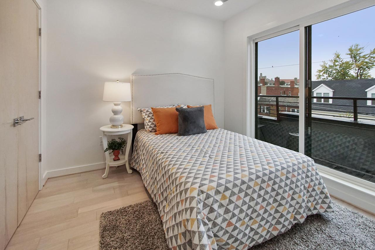 639 Girard Street NE UNIT 2 Bedroom with balcony